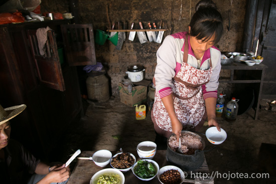minority people of Yunnan who serve lunch