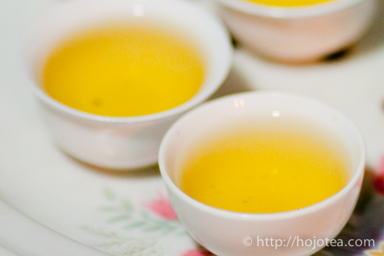 いれたての鳳凰単叢烏龍茶茶