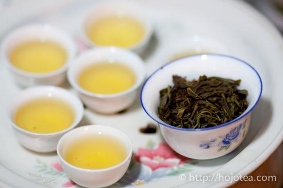 蓋碗でいれた鳳凰単叢烏龍茶茶