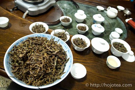 山なりになった鳳凰単叢烏龍茶の茶殻