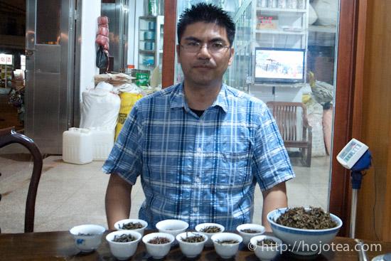 鳳凰鎮にてお茶の試飲