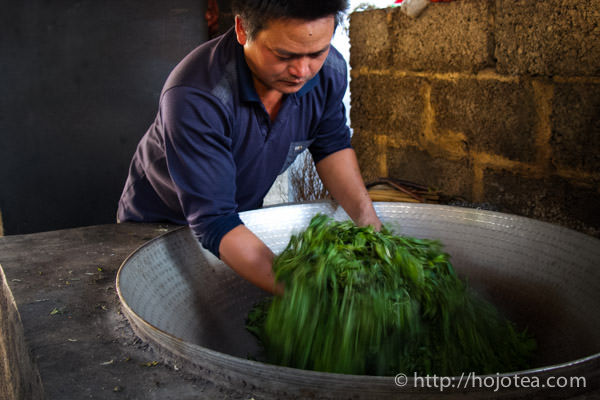 pan-frying process of making pu-erh tea