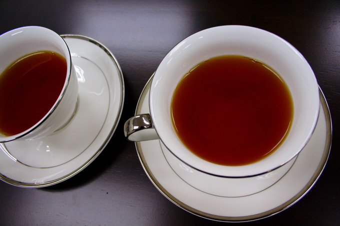 At the edge of tea cup, the golden ring is clearly seen indicating well-made tea and of good quality tea leaves.