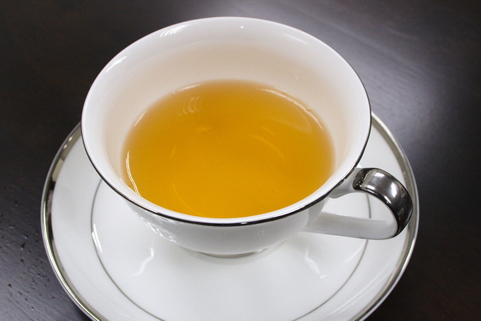 Here we introduce the serving using a glass. It is also nice to use the English tea cup or China tea ware.