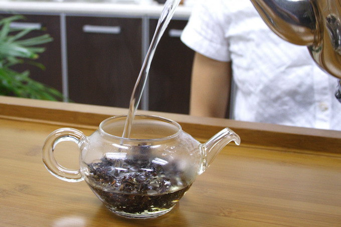 Pour in the hot water. When pouring water, move the kettle up and down which is good as it agitate the tea leaves. You can feel the aroma from the upcoming steam.
