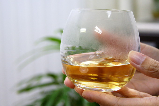 This tea is very clear and transparent. It is elegant and classy to serve it using a crystal glass.