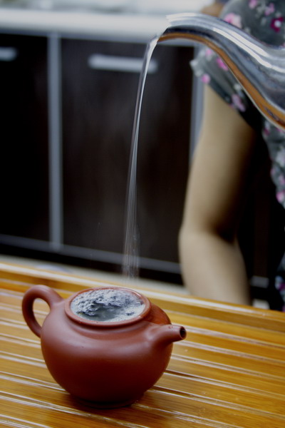 Pour in the hot water. When pouring water, move the kettle up and down which is necessary as it agitate the tea leaves. You can feel the aroma from the upcoming steam.