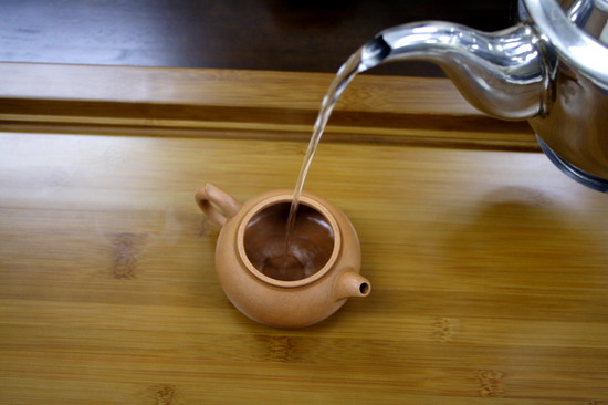 Pour boiling water into the tea pot and fill up to 70%. This is to heat up the tea pot.