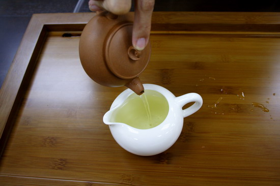 Within 10 seconds, pours off hot water into pitcher. Usually we recommend 7 seconds. The first brewing is to open up the tea leaves and its aroma and taste is not release yet.