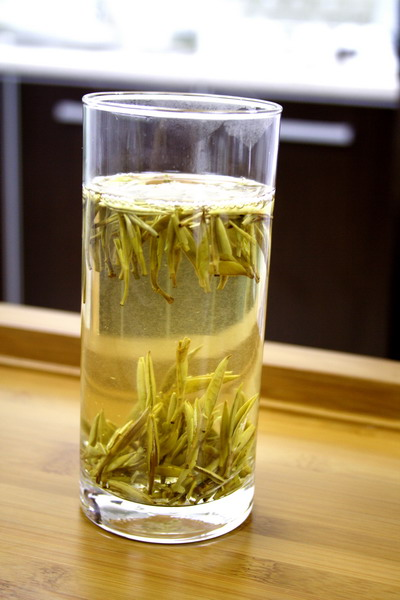 Silver Needle is processed without rolling process unlike to other types of tea. Therefore we need to brew it much longer time. In addition, you can brew for many times and you can enjoy the similar taste consistently.