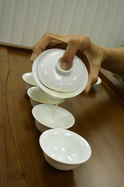 Pour straight into all the cups and move back and forth to equalize the concentration of tea for each cup.