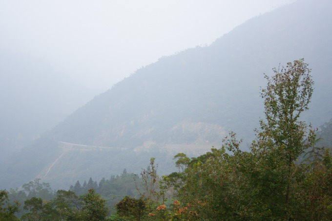 Dong Ding Mountain is not a very high mountain. But it is steep and always covered by fog.